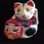 郷土玩具:招き猫と達磨の土人形